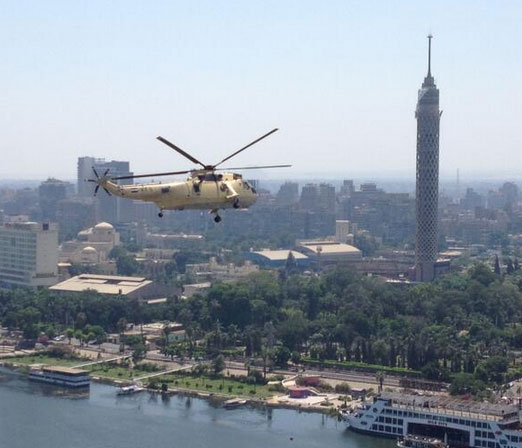 Army helicopters drop thank-you cards on Tahrir protesters