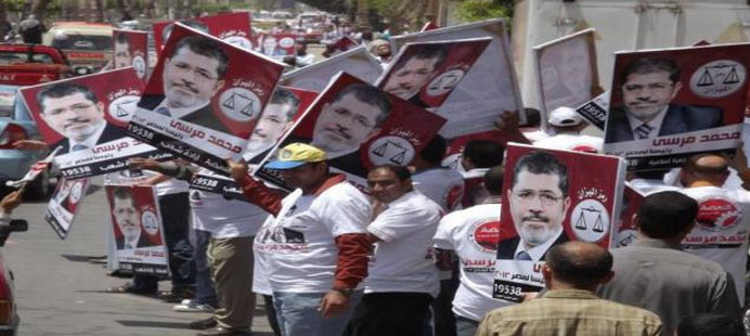 Human chains across Egypt to break coup