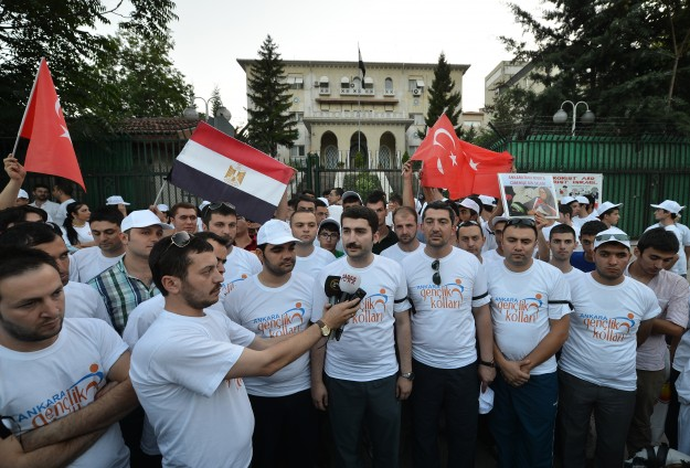 Protests against Egypt masscare outside Ankara's US, Egypt embassies