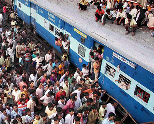 Indian train claims 34 lives