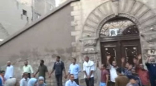 Morsi supporters form human wall around church-VIDEO