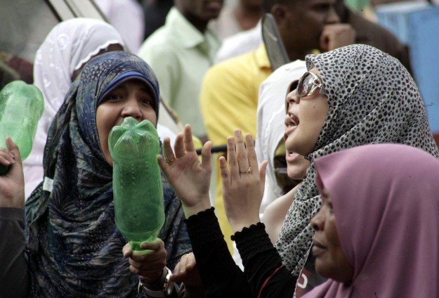 Sudanese police fire tear gas at student protesters