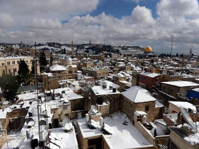 Year's first snowflakes fall on Jerusalem /PHOTO
