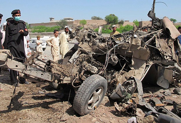 20 Pakistani soldiers killed in attack on army convoy