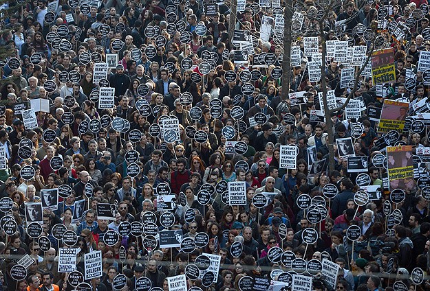 Thousands remember slain journalist in Istanbul