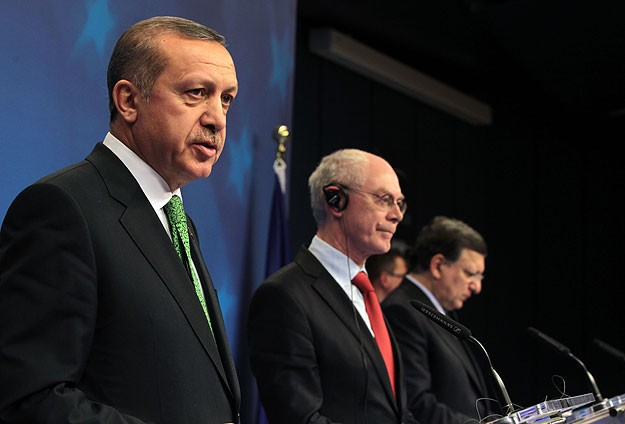 Turkish PM urges UN to take action on Syria