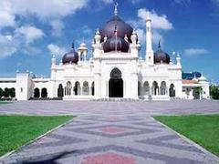 Malaysia Seeks Multi-faceted Mosques