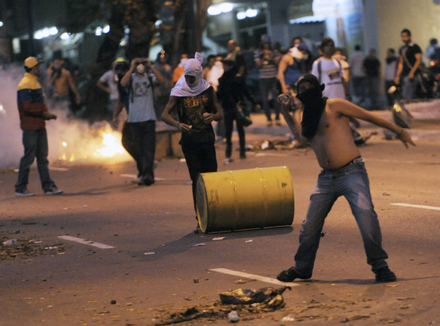 Venezuela gov't, opposition meeting may help ease protests