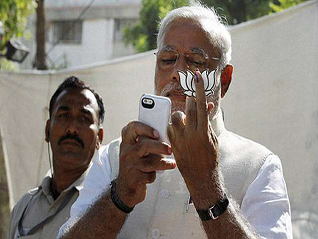 India's Modi in police trouble over a 'selfie'