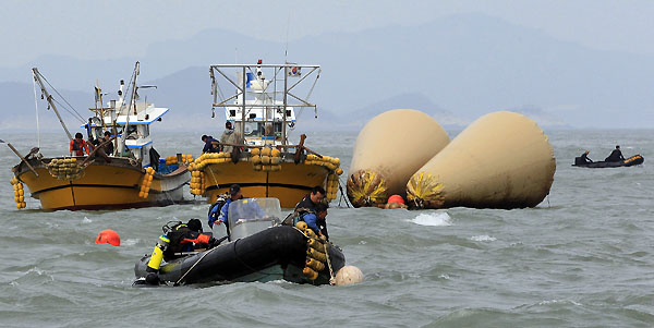 SKorea ferry disaster death toll rises as search resumes