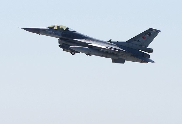 Syrian missiles 'harass' Turkish jets