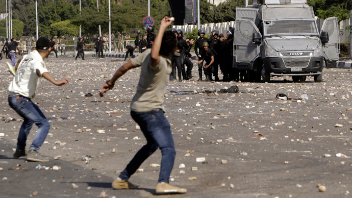 Pro-Morsi students protest briefly in Rabaa Square