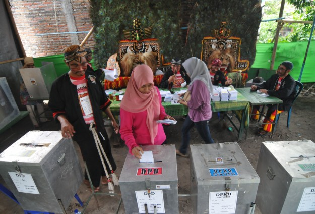 Indonesia presidential election hit by 'black campaign'