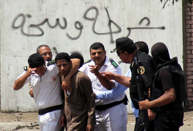 20 students injured in Cairo clashes with security forces