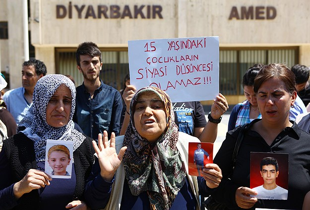 Kidnapped children's families stage sit-ins in Turkey