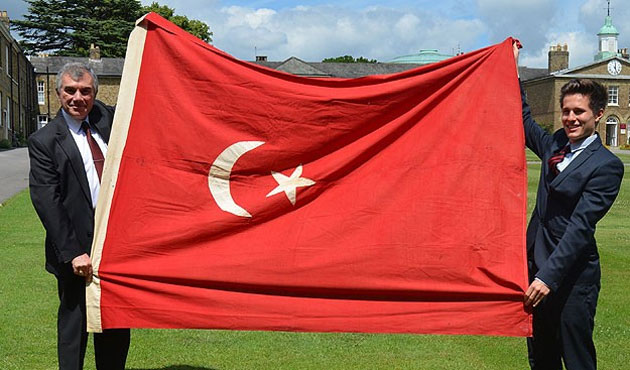 Ottoman flag returned to Turkey after 100 years in UK