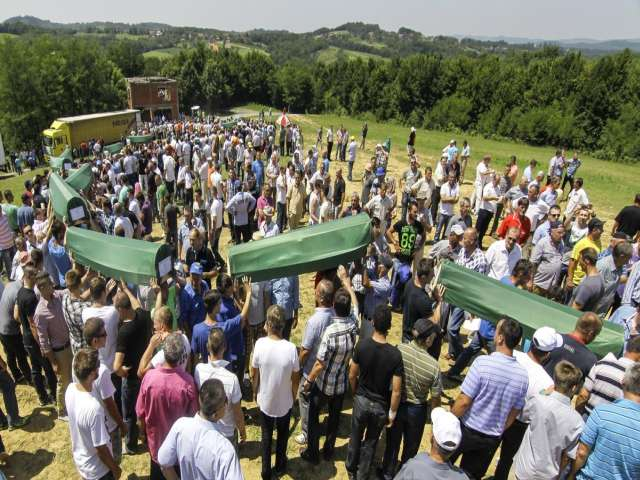 Bosnian bodies found in mass grave laid to rest- UPDATED