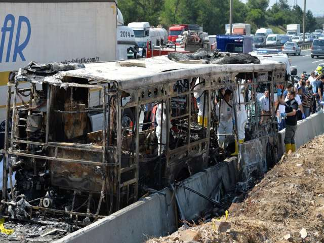 Three people killed in Istanbul bus blaze