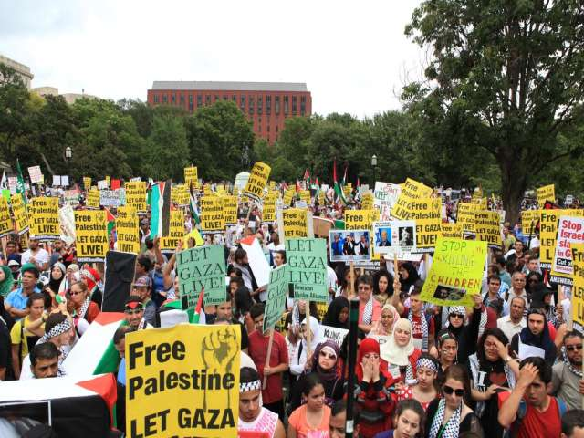 Gaza: 20,000 protesters march on White House