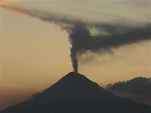 Volcanic eruption in Papua New Guinea causes flight diversions