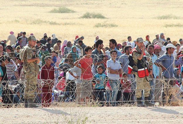 HRW: Thousands of Syrian refugees stranded in minefield
