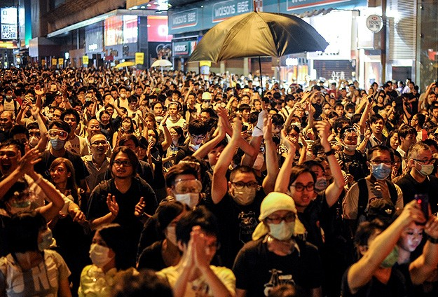 Hong Kong protesters attempting to occupy new streets