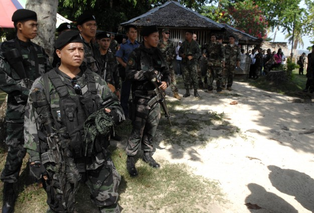 Philippine blast aimed at derailing peace deal, say army officials