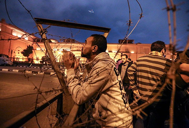 2 killed as Egypt police disperse protests near Tahrir