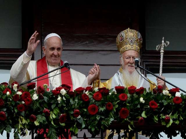 Pope issues joint declaration with Orthodox Christian leader -UPDATED