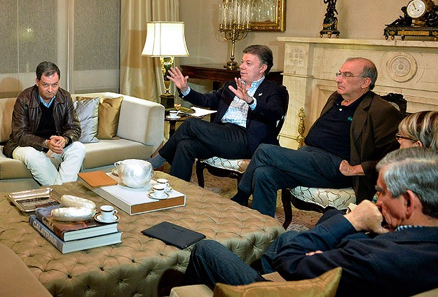 Colombian government, rebels restart suspended peace talks