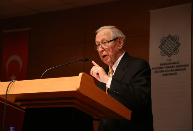 Turkey's first culture minister passes away