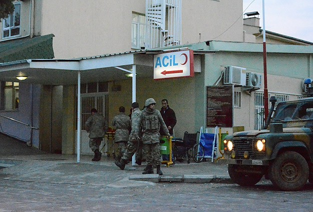 Turkish soldier shoots two colleagues then self on Syria border