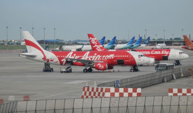 Bodies and wreckage pulled from sea in AirAsia search