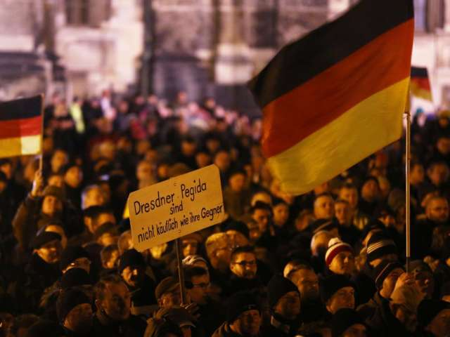 Cologne Cathedral to turn out the lights in protest at anti-Muslim march