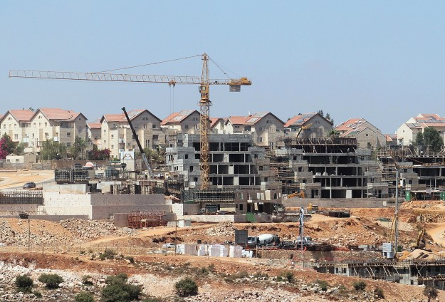 Israel's settlement activities rise by 40% in 2014