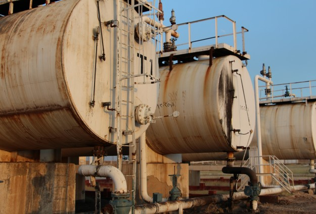 ISIL selling stolen Iraqi oil: Parliament report