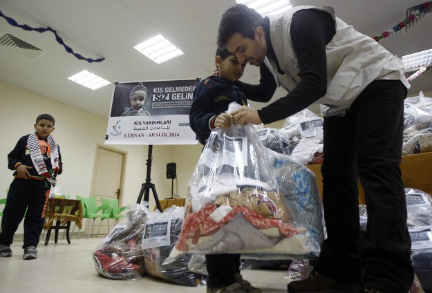 Turkish NGOs provide winter aid to Syrians in Lebanon