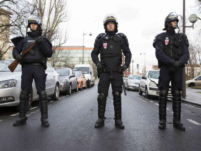Eight arrested in 'anti-terror' raids in France