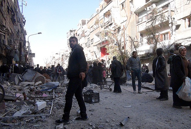 PLO moves 2,000 Palestinians from Yarmouk camp