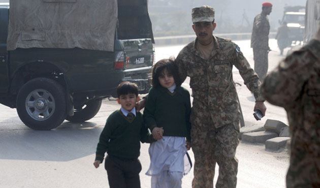 Pakistan: death penalty for six behind Peshawar school attack