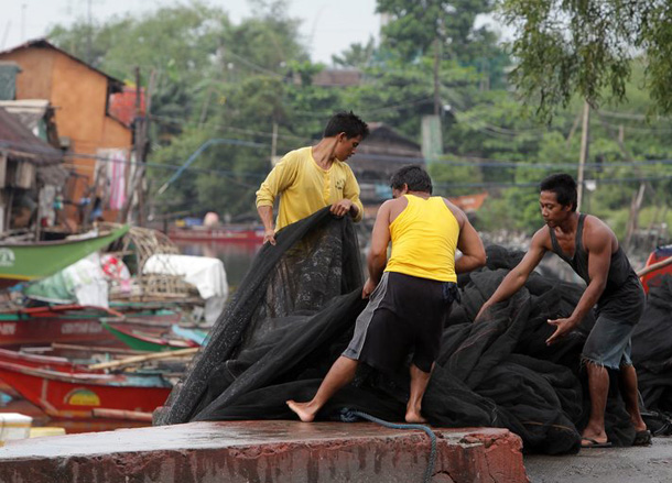 Thousands of Philippine typhoon victims still homeless