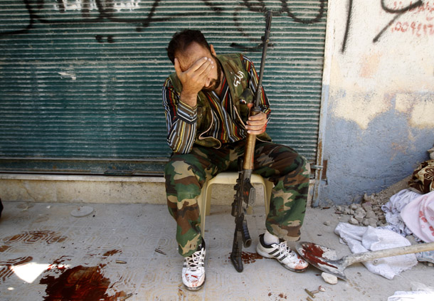 Syrian soldiers' pay day to boost morale