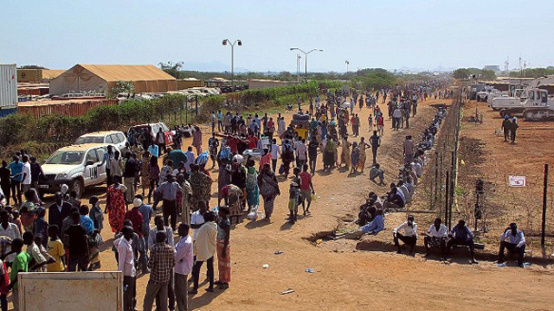 Helicopters deliver aid to thousands fleeing S. Sudan
