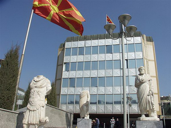 Macedonian banks to pull money from Greece