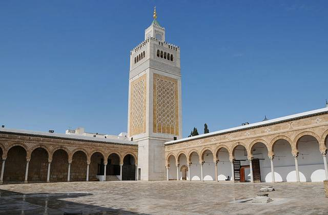 Tunisia closes mosques for security reasons