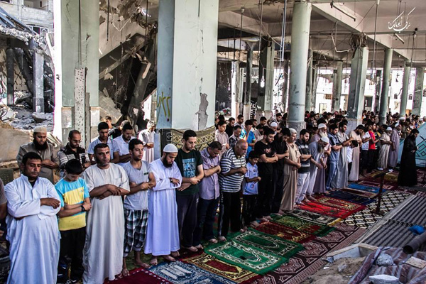 Undefeated Gazans fill mosques for last ten of Ramadan