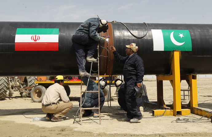 Pakistan, Iran seek to increase trade after nuclear deal