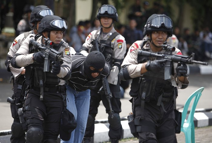 Indonesia detains 'ISIL-linked' men planning attacks