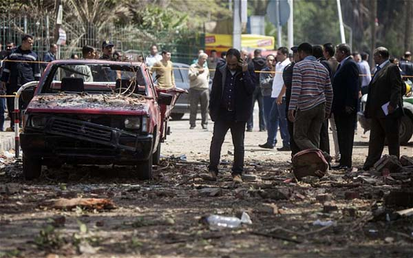 Car bomb wounds six Egyptian policemen in Cairo