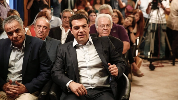 Greece repays debt, minister calls for snap polls